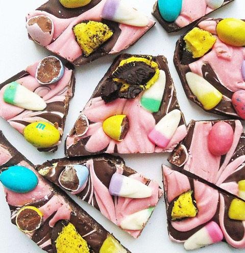 Last Minute Easter Treats… Easter Candy Bark & Easter Egg Pops
