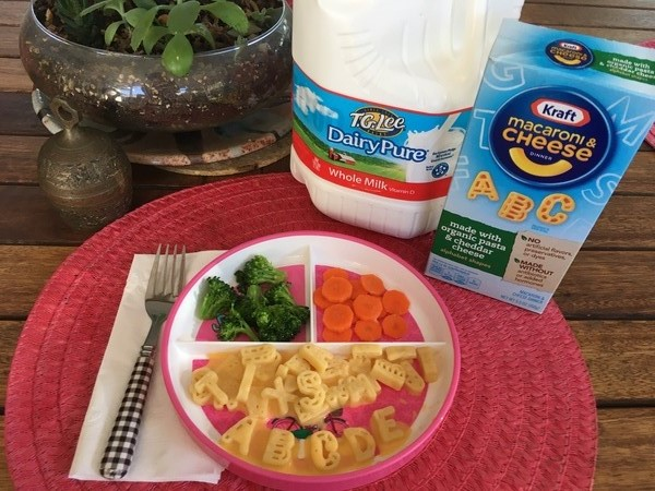 Kid Dinner with Broccoli Carrots and Macaroni & Cheese